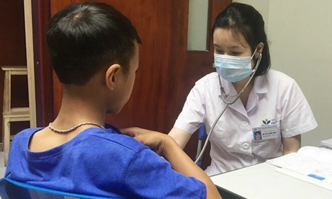 Bác sĩ khám cho trẻ tại Bệnh viện Nhi Trung ương. Ảnh: Bệnh viện Nhi Trung ương.