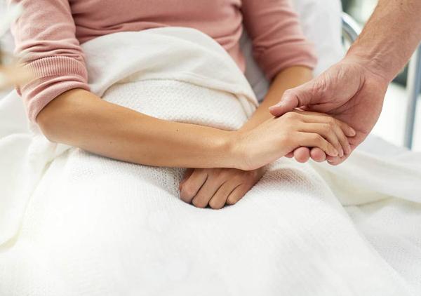 Việc chủ động sàng lọc ung thư cổ tử cung giúp tìm ra những thay đổi tế bào cổ tử cung bất thường (tiền ung thư) giúp việcđiều trị thuận lợi trưkhi có cơ hội biến thành ung thư.