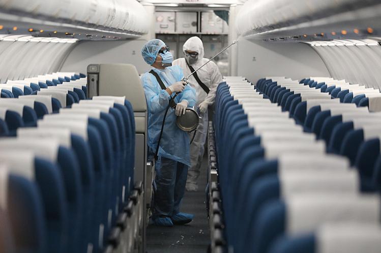 Các máy bay sau khi hạ cánh, trả khách xong được đưa sang khu sân đỗ để khử trùng trước khi tiếp tục đưa vào khai thác. Ảnh: Ngọc Thành