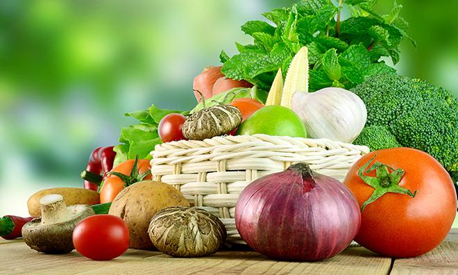Vitamin có trong rau xanh, trái cây, các loại đậu. Ảnh: Health