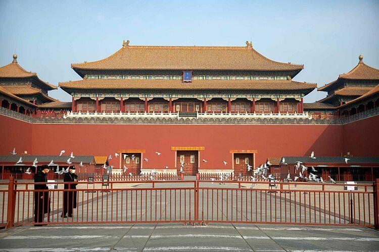 Tử Cấm Thành, Trung Quốc bị đóng cửa do dịch bệnh. Ảnh: AP