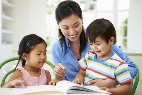 Người chăm sóc là yếu tố quan trọng để đảm bảo sức khỏe thể chất và tinh thần cho trẻ.