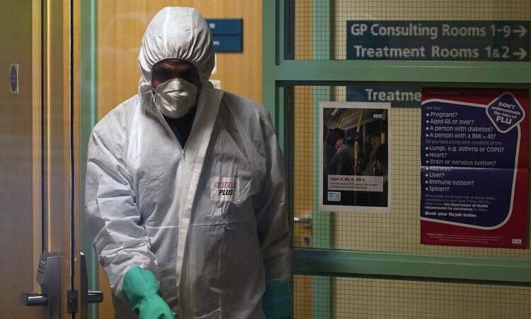 Trung tâm y tế County Oak, Brighton tạm thời đóng cửa vào tháng trước sau khi nhân viên bị nhiễm Covid-19. Ảnh: EPA
