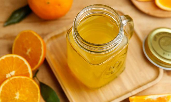 Bổ sung vitamin C từ cam, chanh, quýt hoặc rau ngót, rau dền...Ảnh: Health