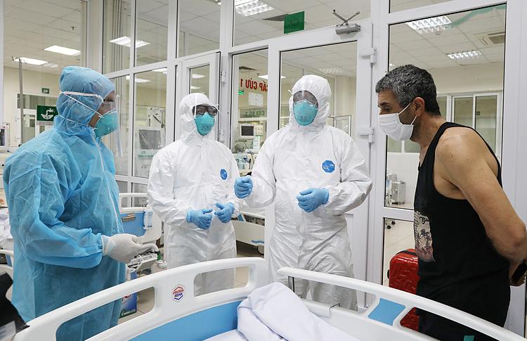 Người chỉ huy các y bác sĩ vòng trong chống dịch - ảnh 2