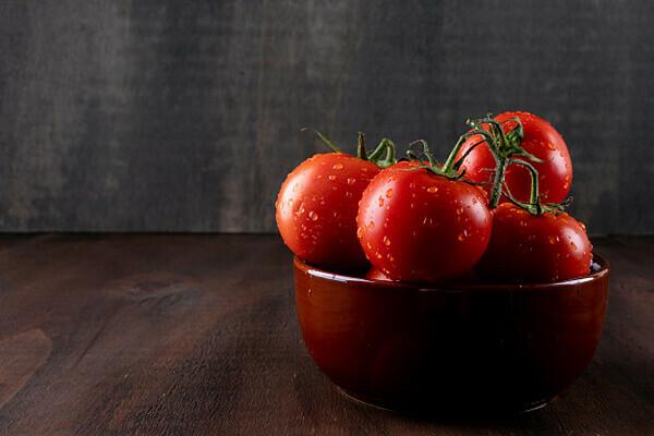 Cà chua, dưa hấu và các loại thực phẩm có màu đỏ có chất chống oxy hóa mạnh - lycopene.
