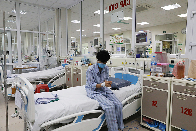 Bệnh nhân Covid-19 điều trị tại Bệnh viện Bệnh Nhiệt đới Trung ương cơ sở Đông Anh, Hà Nội, ngày 25/3. Ảnh:Ngọc Thành.