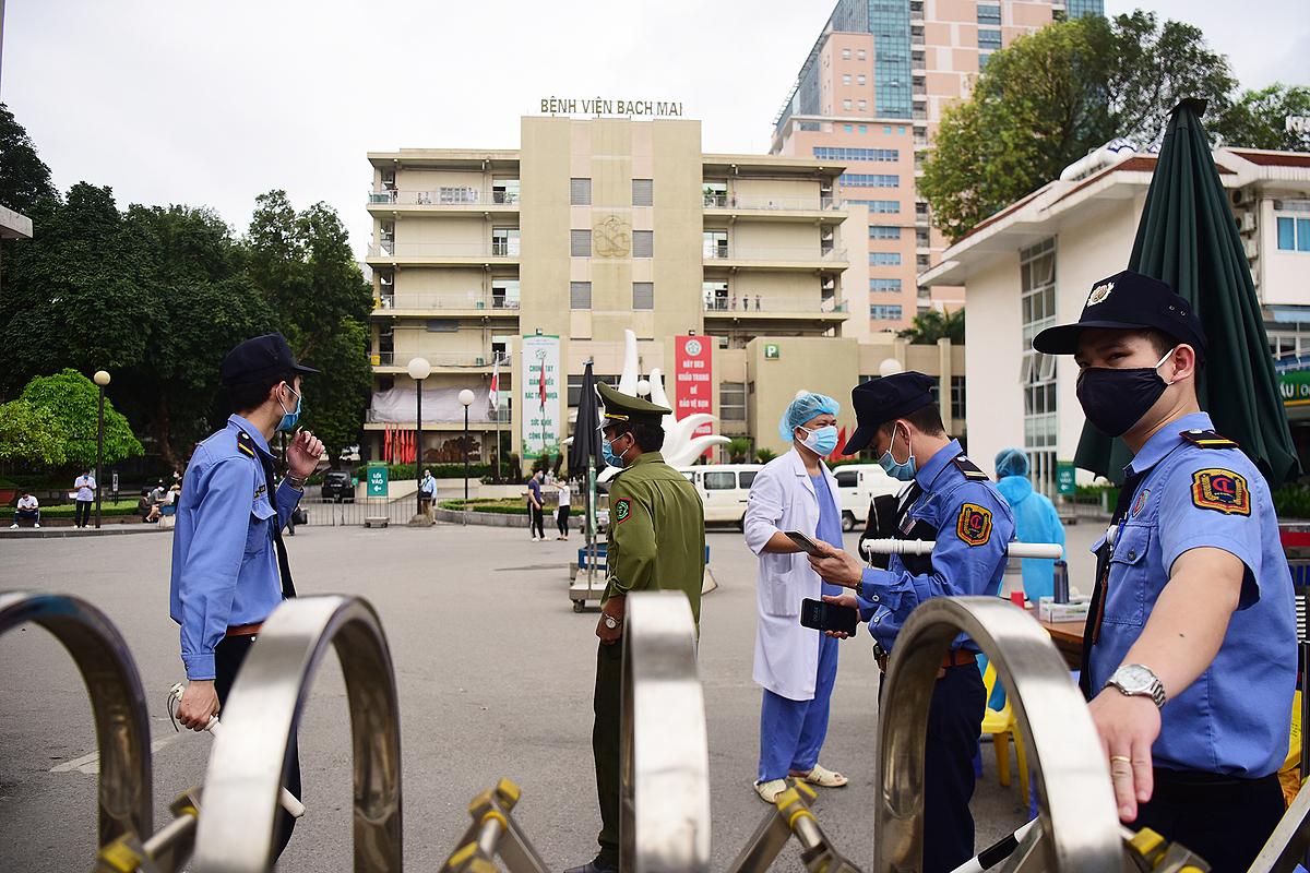 Bệnh viện Bạch Mai cách ly từ 28/3. Ảnh: Giang Huy.