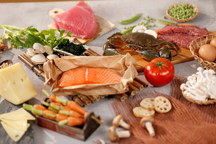 BCAA tồn tại phổ biến trong thực phẩm tự nhiên như thịt gà, thịt bò, cá, phô mai, sữa...