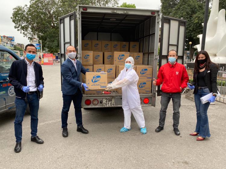 Unilever tiếp sức y bác sĩ chống dịch tại Bệnh viện Bạch Mai - ảnh 1