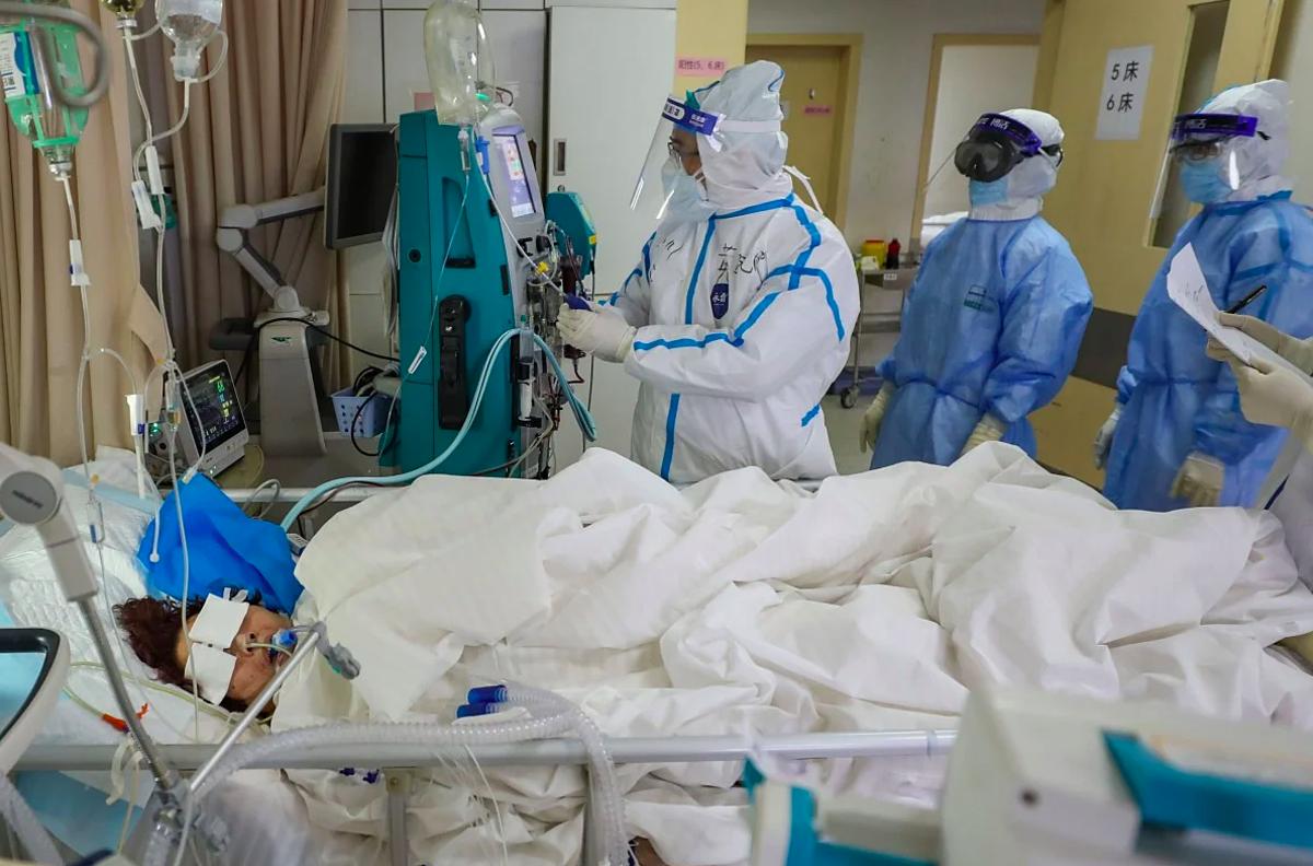 Bệnh nhân mắc Covid-19 được điều trị tại Trung Quốc. Ảnh: AFP