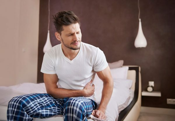 Người mắc ung thư ruột già cũng thường xuyên đau quặn bụng, táo bón.