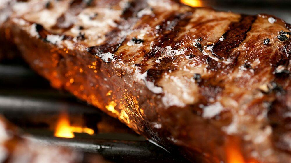 [Thịt nướng ở nhiệt độ cao có thể tạo ra các hóa chất tiềm ẩn nguy cơ ung thư.