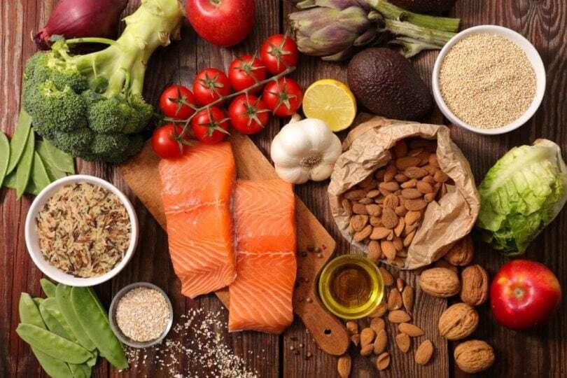 Cá, các loại hạt, bông cải xanh, gạo lức... tốt cho bệnh nhân ung thư tụy.