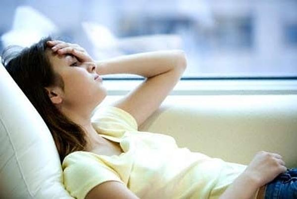 Bệnh nhân cần theo dõi các triệu chứng đau đầu để giúp bác sĩ chẩn đoán chính xác. Ảnh: News.